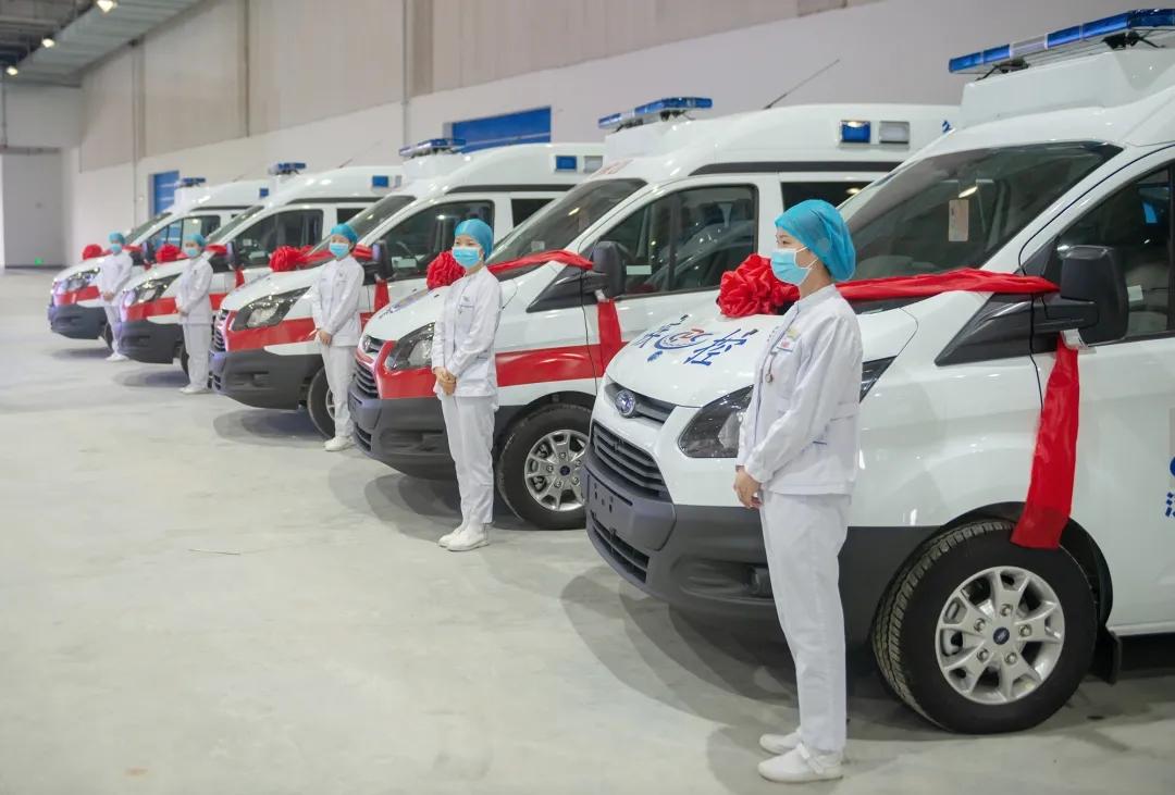富春控股集团捐赠湖北两地10台负压救护车交车仪式在网营物联鄂州供应链中心圆满举行